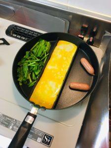 センターエッグトリプルパンで調理する画像