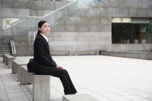 就職活動する女性