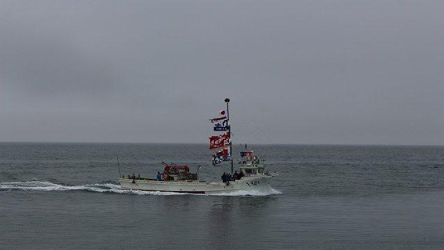 曇り空と船の写真