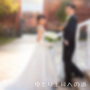 結婚式での新郎新婦の写真