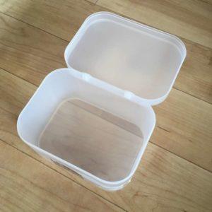 100均のダイソーで買った粉末洗剤のケースを開けたところ