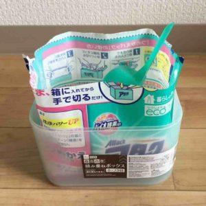 100均のダイソーで買った粉末洗剤のケースにアタックを入れた写真
